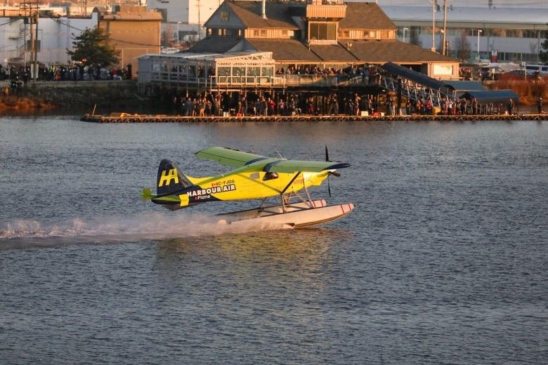 В Канаде первый коммерческий полностью электрический самолет совершил испытательный полет. Видео