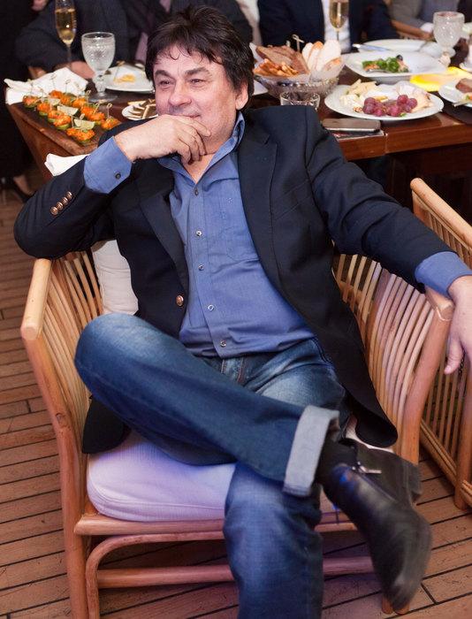 «Могу остаться инвалидом», — в певца Александра Серова стреляли в Москве