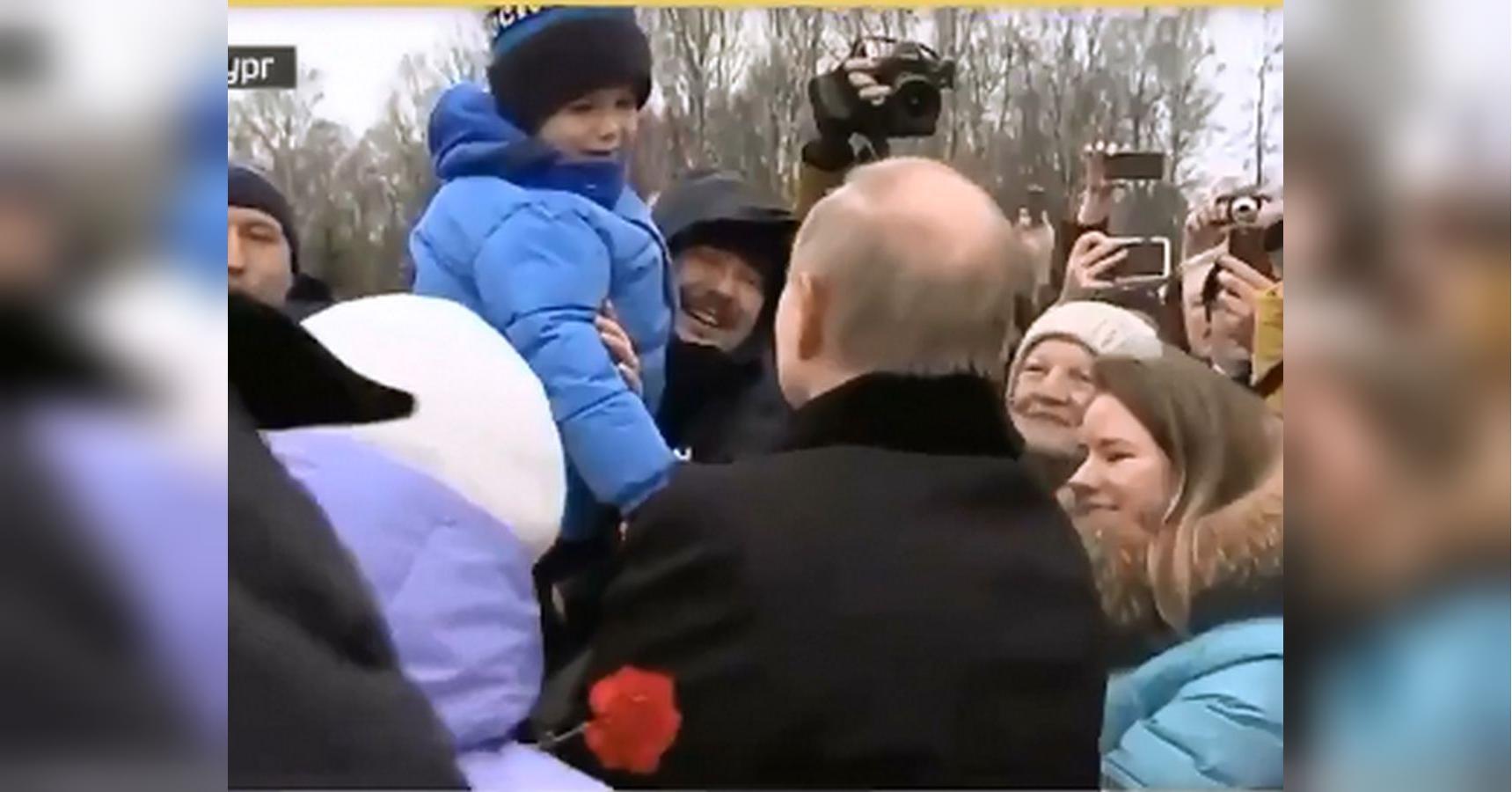 Глубинный народ — «Праздник на кладбище»: сети повеселило видео Путина с пенсионерами и детьми
