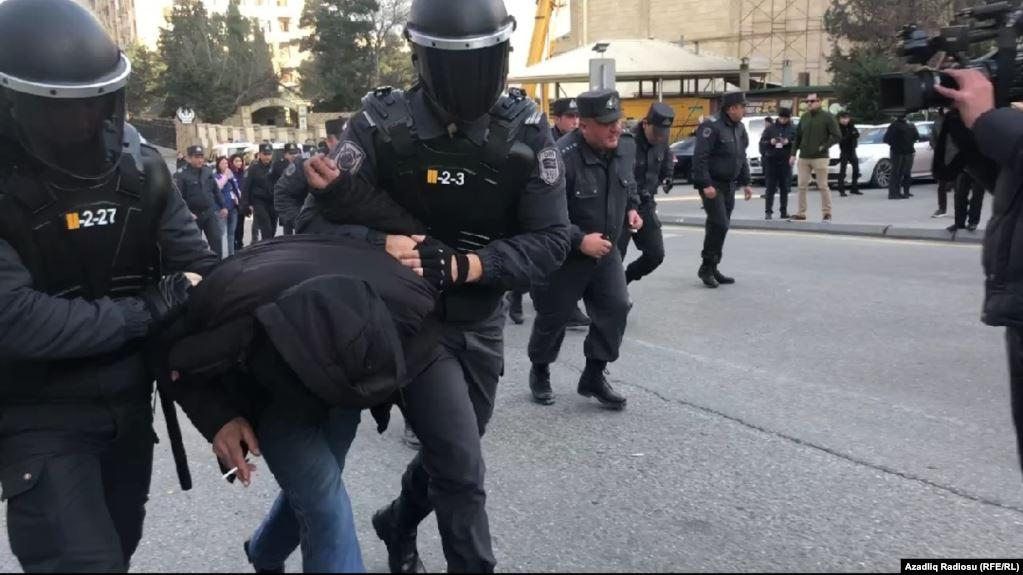 В Баку полиция разогнала митинг протестующих против результатов парламентских выборов. Видео