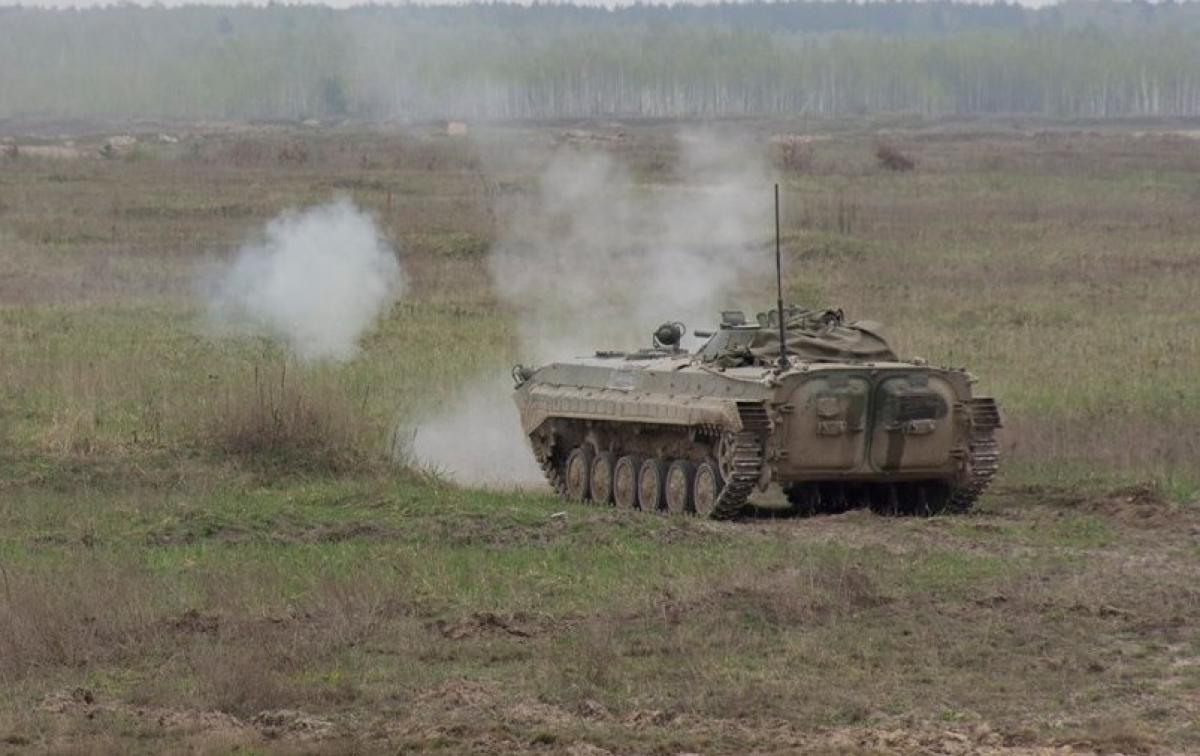 На Донбассе подорвали БМП с военными ВСУ: один погибший и трое ранены