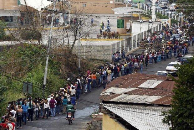 В Венесуэле начались голодные бунты и погромы после введения карантина