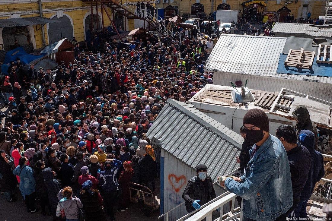 В России раздача бесплатной еды во время карантина обернулась массовой давкой