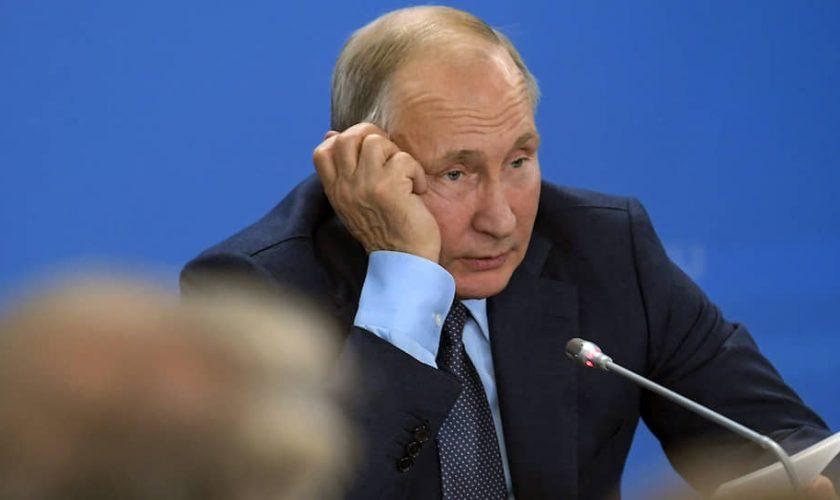 Путин все еще изображает из себя глобального лидера, хотя его позиции слабеют