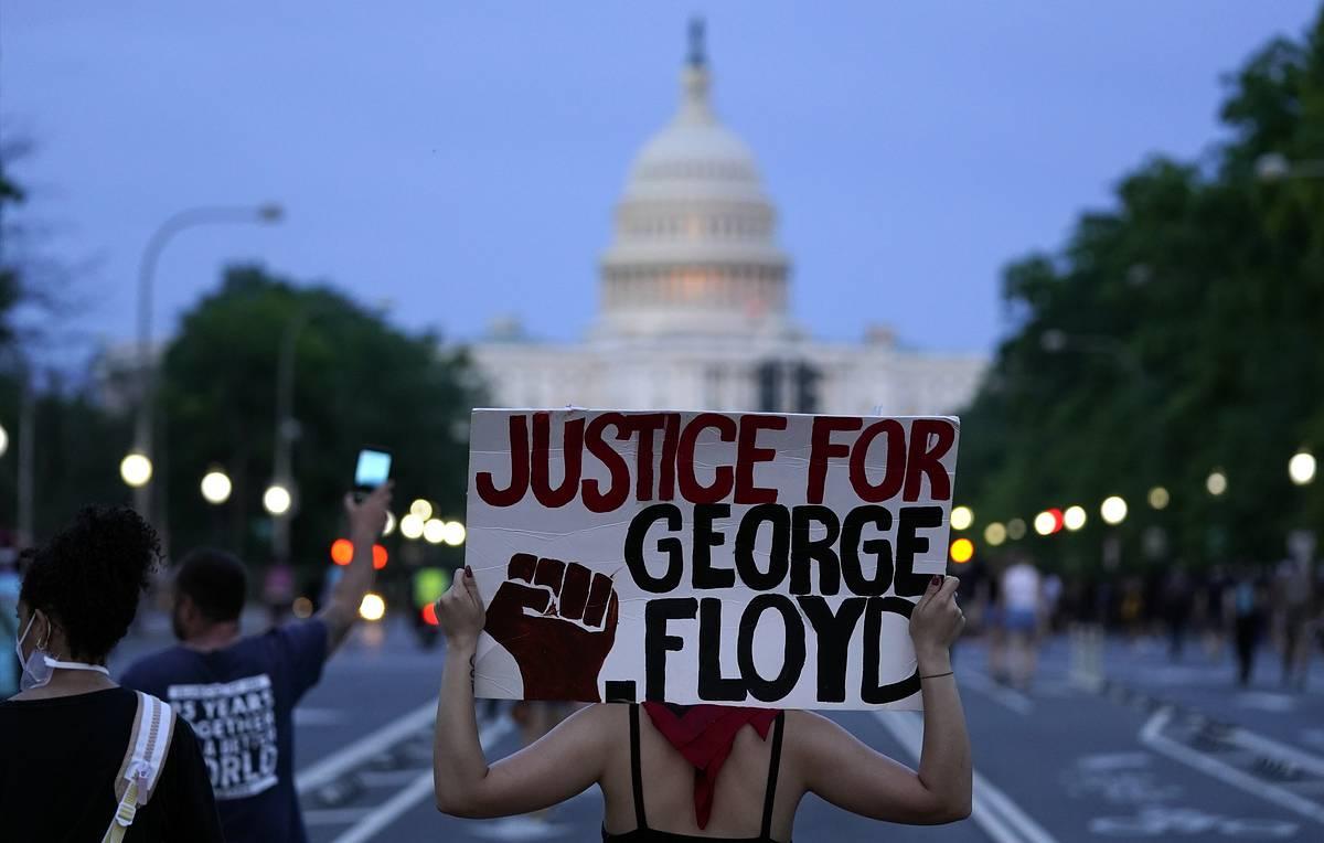 Беспорядки в США охватили 35 городов: все пылает, на улицах Нацгвардия.