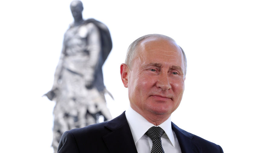 Рыковцева об охраннике Путина: Понимаю, что работа охранника не предполагает церемоний. Но он с ним – уж совсем как с котенком. Причем – с подброшенным